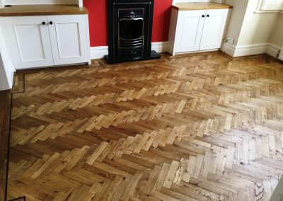 002_single_dark_strip_double_block_frame_distressed_rustic_parquet_oak_sanding_naturel_Surrey_Epsom_flooring