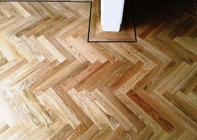 020_h_herringbone_blocks_parquet_flooring__single_dark_strip_natural_sanded_sealed_single_dark_strip_solid_Surrey