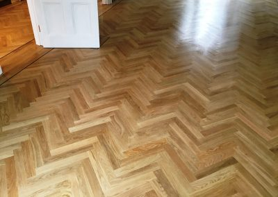 033_h_herringbone_blocks_parquet_flooring_double_frame_primegrade_single_dark_heritage_strip_natural_Surrey