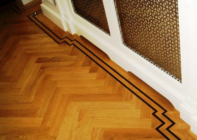 039_h_primegrade_herringbone_parquet_natural_wood_varnished_tramline_classic_traditional_bespoke_Surrey