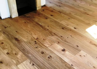 063_French_oak_floor_boards_rustic_solid_natural_hardwood_bespoke_prefinished_character_grade_country_style_flooring_Reigate