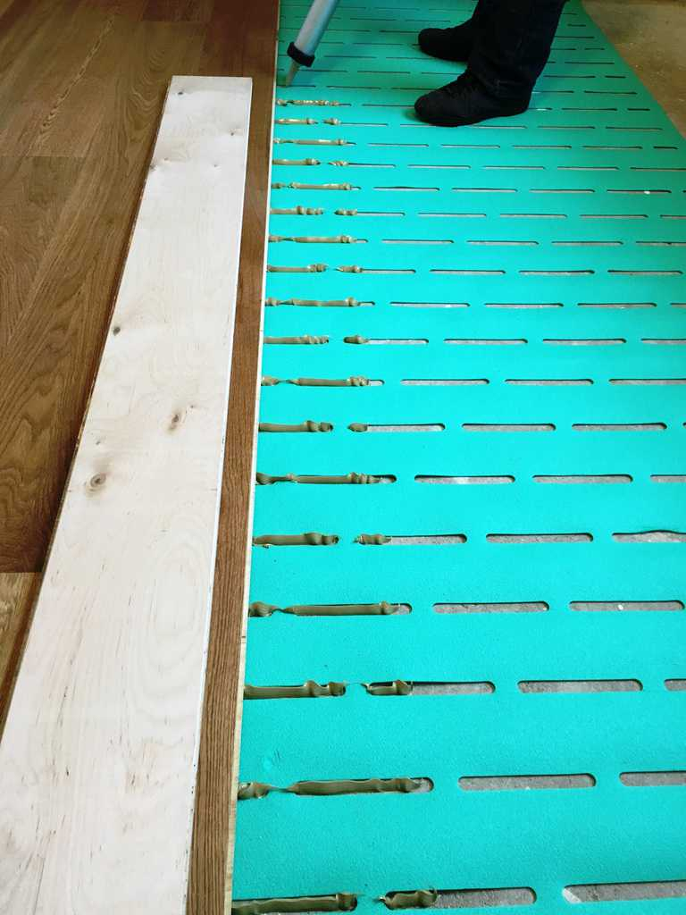 Soundproofing Is A Legal Requirement In Flats Wood On The Floor - Soundproof floor boards