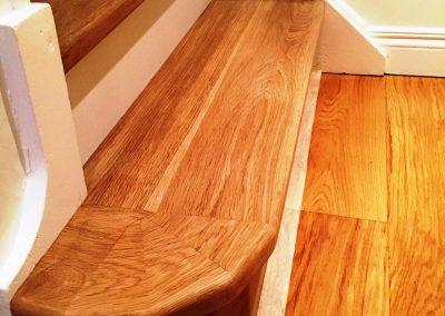 007_steps_staircase_handcrafted_bull_noses_oak_solid_varnished_wood_flooring_floor_boards_natural_bespoke_Surrey.jpg